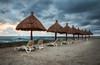 Lever du soleil au Mexique (Bmartel2k) Tags: vagues waves sea calm parasol morning sand plage sable chaises vacances holidays