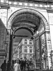 Roma (Ludo Silvagni) Tags: roma rome italy piazzadelpopolo bw bellitalia bellezzeditalia biancoenero monocromo people lazio ludosilvagni loveshdr hdr arco