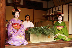 Tradition (Teruhide Tomori) Tags: 京都 日本 着物 舞妓 初えびす えびす神社 祇園 伝統 年中行事 kimono maiko kyoto japan japon lady woman tradition festival event ebisu gion