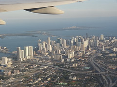 Miami (LauriusLM) Tags: miami vueaérienne vueduciel aerialview view building gratteciel skyscrapers skyline miamiskyline mer sea extérieur paysage photography photographie vacances holidays travel voyage géo photo photogéo lonely monde gettyimage flickr travelphotography lonelyplanet yahoo wikipedia googleimage imagesgoogle nationalgeographic photoflickr photogoogleearth photosflickr photosyahoo sonycybershotdschx9v potd:country=fr avion plane fly vol