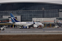 WestJet C-FBWS (V1 Aviation Photography) Tags: calgaryinternationalairport cyyc yyc boeing westjet westjetairlines 7377ctwl 737700 737700wl b737 cfbws