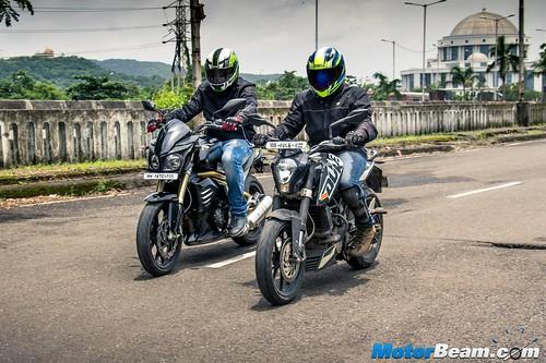 Mahindra-Mojo-vs-KTM-Duke-200-09