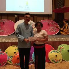ในงานมีการจับรางวัลGift Vouchers ด้วยค่ะ ปรากฏว่าได้รับรางวัล บัตรอาหารค่ำสองที่นั่ง International Buffet ที่ โรงแรมมิราเคิลแกรนด์ กรุงเทพฯ รวมถึงบัตรดูโชว์มวยไทยที่Asia tique  จำนวน2ที่นั่งค่ะ