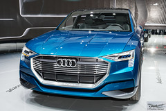 Audi e-tron quattro concept (886027) (Thomas Becker) Tags: audi etron quattro concept prototype prototyp studie elektroauto electric vehicle ev suv crossover iaa2015 iaa 2015 66 internationale automobilausstellung ausstellung motor show mobilitt verbindet frankfurt hessen deutschland germany messe fair exhibition automobil automobile car voiture bil auto fahrzeug  c copyright thomas becker aviationphoto nikon d800 fx nikkor 2470 f28 geotagged geo:lat=50112013 geo:lon=8643569 worldcars