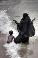 Beach day (Saint-Exupery) Tags: leica beach candid playa srilanka galle robado