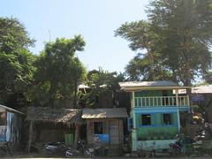 """Old Bagan: maisons du port <a style=""""margin-left:10px; font-size:0.8em;"""" href=""""http://www.flickr.com/photos/127723101@N04/22912366869/"""" target=""""_blank"""">@flickr</a>"""
