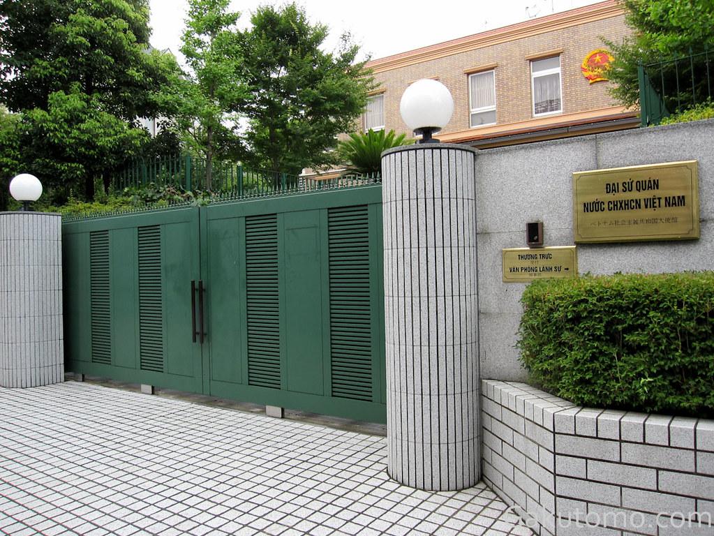 Duy trì liên lạc với đại sứ quán, lãnh sự quán
