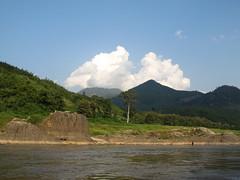 """Première journée de bateau sur le Mékong entre Houeisai et Pakbeng <a style=""""margin-left:10px; font-size:0.8em;"""" href=""""http://www.flickr.com/photos/127723101@N04/23838722126/"""" target=""""_blank"""">@flickr</a>"""