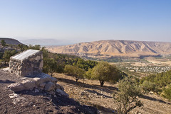 Golan Höhen / Golan Heights # 2 (schreibtnix on 'n off) Tags: reisen travelling jordanien jordan gadara ummquais landschaft landscape berge mountains seegenezareth lakegenezareth himmel sky blau blue golanhöhen golanheigts olympuse5 schreibtnix