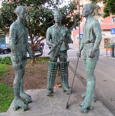 Três craques do hóquei (Américo Meira) Tags: portugal paçodearcos monumento estátua hóquei jesuscorreia emídiopinto correiadossantos