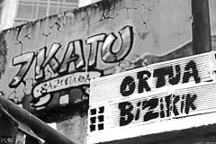 7KATU GAZTETXEA, Alde Zaharra, Bilbo, Bizkaia, Euskal Herria (Basque Country). 2017.01.09 (AnderTXargazkiak) Tags: 7katugaztetxea aldezaharra bilbo bizkaia euskalherria zuriaetabeltza blancoynegro blackandwhite monocromático gaztetxea basquecountry baskenland bilbao ander andertxrekordseh andertxargazkiak txrekordseh ngc
