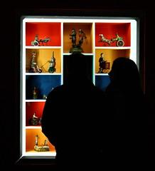 IMG_7700_C37_cut (eugeniointernullo) Tags: strasbourg strasburgo palais rohan giocattoli toys shadow ombra controluce colori colors peopl people persone couple coppia