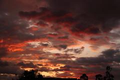 Sigue el verano con sus atardeceres (José M. Arboleda) Tags: atardecer sunset nube rojo red cloud popayán eos josémarboledac ef24105mmf4lisusm markiii canon colombia 5d