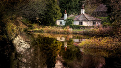 House on the Basingstoke Canal (Colin_Evans) Tags: white house water river canal cottage waterway basingstoke basingstokecanal