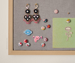 I made some push pins using fabric covered buttons. They are very easy to make.  All you need is some fabric scraps, covered button kit, tie tack pins and E6000 glue. ({JooJoo}) Tags: art diy crafts pushpins joojoo afsanehtajvidi fabricthumbtacks