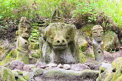 Parulubalangan Stone Chairs (Ralph Apeldoorn) Tags: statue sumatra indonesia indonesië beeld batak toba laketoba sumatera samosir sumaterautara stonechairs tobabatak simanindo ambarita parulubalangan