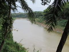 """Luang Prabang: la rivière Nam Khan <a style=""""margin-left:10px; font-size:0.8em;"""" href=""""http://www.flickr.com/photos/127723101@N04/23242396593/"""" target=""""_blank"""">@flickr</a>"""