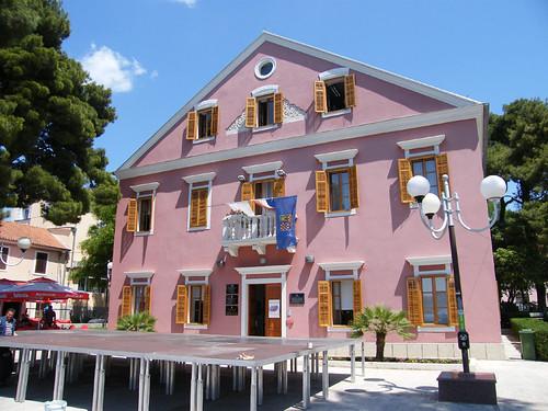Biograd, Rózsaszín Városháza