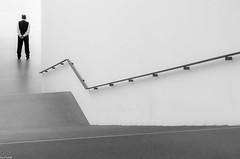 (zora_schaf) Tags: pinakothekdermoderne museum licht person treppe münchen munich schwarzweiss sw blackandwhite zoraschaf