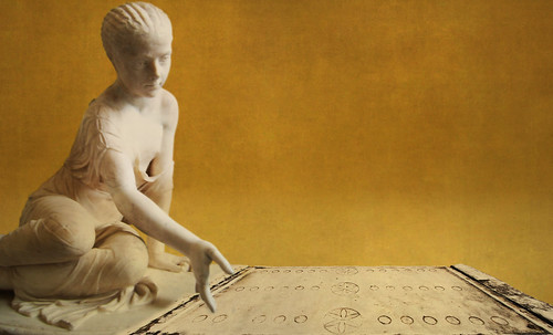 "Petteia - Ludus Latrunculorum  / Iconografía de las civilizaciones helenolatinas • <a style=""font-size:0.8em;"" href=""http://www.flickr.com/photos/30735181@N00/32143087170/"" target=""_blank"">View on Flickr</a>"