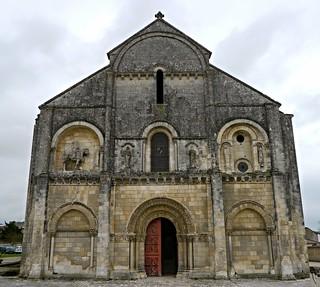 Où ai-je vu cette belle église? église Saint-Pierre-aux-Liens de Châteauneuf-sur-Charente, Charente.