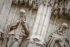 The Saints use always WhatsApp (Ca'mont) Tags: sevilla cathedral saints catedral santos