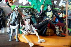 skelly hangs around with friends on skeleton island (VintageReflection) Tags: from people man guy scale monster pose dead skeleton toy toys skull little tales zoom action box zombie pirates ghost bad samsung adventure plastic galaxy crew pirate figure undead jolly roger simba rement arrr papo spielzeug figur buccaneers pirata s4 pirat skelly buccaneer cursed swashbuckler skelett 2015 seeruber gerippe piratenparty ahoi lostillusion75 retrotwin poseskeleton totenkopfpirat