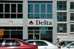 delta (Parto Domani) Tags: dubai bur united uae delta arabic east emirates arab oriente middle airlines peninsula cartello signal medio segnaletica uniti arabi segnale arabica cartelli segnali penisola emirati avviso avvisi