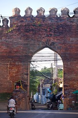SONY3_ 091635 (andi islinger) Tags: thailand gate asia streetscenes select lopburi centralthailand thailand2015