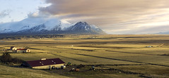 visiting a former rift valley (lunaryuna) Tags: iceland northwesticeland vatnsdalur vatnsdalsfjall panoramicviews mountainrange hills agriculture farms formerriftvalley sunset sundown thelightfantastic nature landscape beauty lunaryuna sky clouds