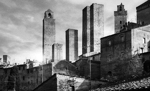 "Torres legendarias / Faros, minaretes, campanarios, rascacielos • <a style=""font-size:0.8em;"" href=""http://www.flickr.com/photos/30735181@N00/32493404396/"" target=""_blank"">View on Flickr</a>"
