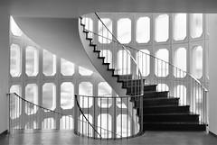 (frankhurkuck) Tags: down up runter rauf ab auf spiralstaircase blackandwhite schwarzweis staircase stairway stair wendeltreppe treppe leibnizufer calenbergerneustadt landeshauptstadt germany deutschland nds niedersachsen norddeutschland hannover kurve curve