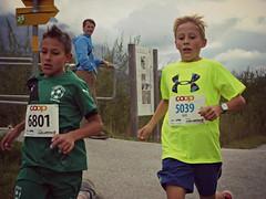 Duel 4 (Cavabienmerci) Tags: boy sports boys sport youth race children schweiz switzerland  child suisse running run runners pied runner engadin engadine lufer lauf 2015 graubnden grisons samedan coureur engadiner sommerlauf coureurs engiadina