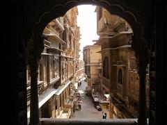 "Jaisalmer: à la recherche des havelis <a style=""margin-left:10px; font-size:0.8em;"" href=""http://www.flickr.com/photos/127723101@N04/22365336906/"" target=""_blank"">@flickr</a>"