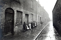 childhood memories (shopsteward27) Tags: poverty street city b houses london children photo alley terrace c w poor victorian streetscene medical 1900 housing medicine 53 scenes neighbourhood slum slums eastend pathos homelessness hardship socialhistory livingconditions dickensian englishphotographer20thcentury xjf294006