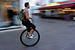 'Flashing by' Lille (FaceMePLS) Tags: man bike bicycle frankreich streetphotography headphones frankrijk lille francia fiets lafrance nikes fietser rijsel rugzak eenwieler nikesneakers straatfotografie oortjes facemepls onewheelbike nikond5500