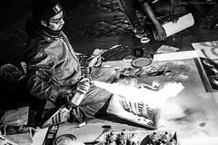 Street painter, Rome, Italy (Javier Palacios Prieto) Tags: art street painter rome italy paint spray city people black white