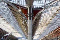 Paddington station (Jan van der Wolf) Tags: map164211ve station railway railwaystation architecture architectuur lines interplayoflines lijnen lijnenspel curves curve repetition herhaling perspective perspectief dissymmetry london londen