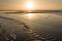 Abendstimmung am Strand bei Westerland (andreas.zachmann) Tags: deu sand meer strand sonne himmel buhne landschaft gegenlicht winter wellen nordsee abendlicht westerland schleswigholstein deutschland