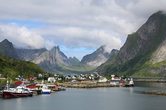 Îles Lofoten Norvège (jc.dazat) Tags: île lofoten îleslofoten paysage landscape montagne mountain lac lake eau water bateau boats nature extérieur couleurs colours color photo photographe photographie photography canon jcdazat