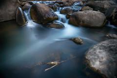 Llegando a la calma (candi...) Tags: rocas agua corriente río piedras rama sonya77 naturaleza airelibre