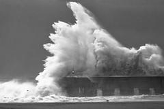 Potencia (magomu) Tags: bn bw barcelona parcdelforum parc forum mar sea mediterraneo mediterranean mediterrani agua water ola surge wave