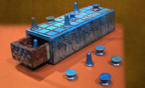 "Senet - Lujoso sistema de objetos lúdicos obsequio del dios Toht a la faraona Nefertari • <a style=""font-size:0.8em;"" href=""http://www.flickr.com/photos/30735181@N00/32399621351/"" target=""_blank"">View on Flickr</a>"