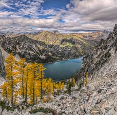 Colchuck Lake from Aasgard Pass, in the Enchantments, Alpine Lakes Wilderness (i8seattle) Tags: colchucklake enchantments larch aasgardpass alpinelakeswilderness