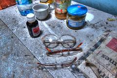 Matin midi et soir (urban requiem) Tags: lunettes glasses flacons urbex urban exploration urbanexploration urbanrequiem verlaten verlassen abandonné abandoned lost old decay derelict hdr 600d 816 sigma belgique belgië belgium huis haus maison radio maisonradio
