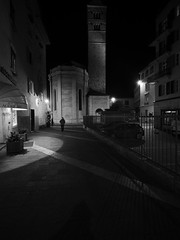 Trento_161218_PC184117_7144 (Paolo Chiaromonte) Tags: olympus omdem5markii panasoniclumixgvario714mmf4asph micro43 paolochiaromonte trento trentino italia bw biancoenero blackandwhite monochrome notturno nocturnes nightshot handheld people streetphotography travel italy zwartwit