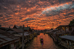 amphawa (Roberto.Trombetta) Tags: asia thailand amphawa market sunset red drama boat home shops water loneliness lone cloudy storm building landscape view sonyalpha sony7rii sony7rmii batis225 carlzeiss zeiss carl sony alpha 7rii lenses tree looking waiting melancholy people lifestyle fashion floating house tourist holiday vacation