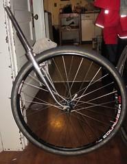 Dust Mite checks tire clearance (Tysasi) Tags: fdmb dustmite kit bike 650b hetre fork framebuilding bike15
