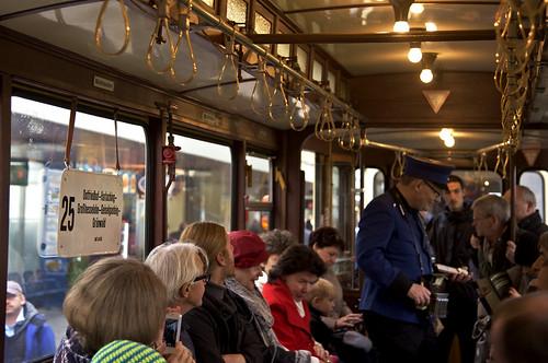 Besonders beliebt war natürlich die Mitfahrt im D/f-Zug; versprühen die beiden Fahrzeuge doch noch am meisten die vergangenen Zeiten der guten alten Trambahn aus Omas Zeiten