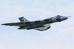 Vulcan at Farnborough (tobyjm) Tags: flight final farewell b2 vulcan bomber farnborough avro xh558